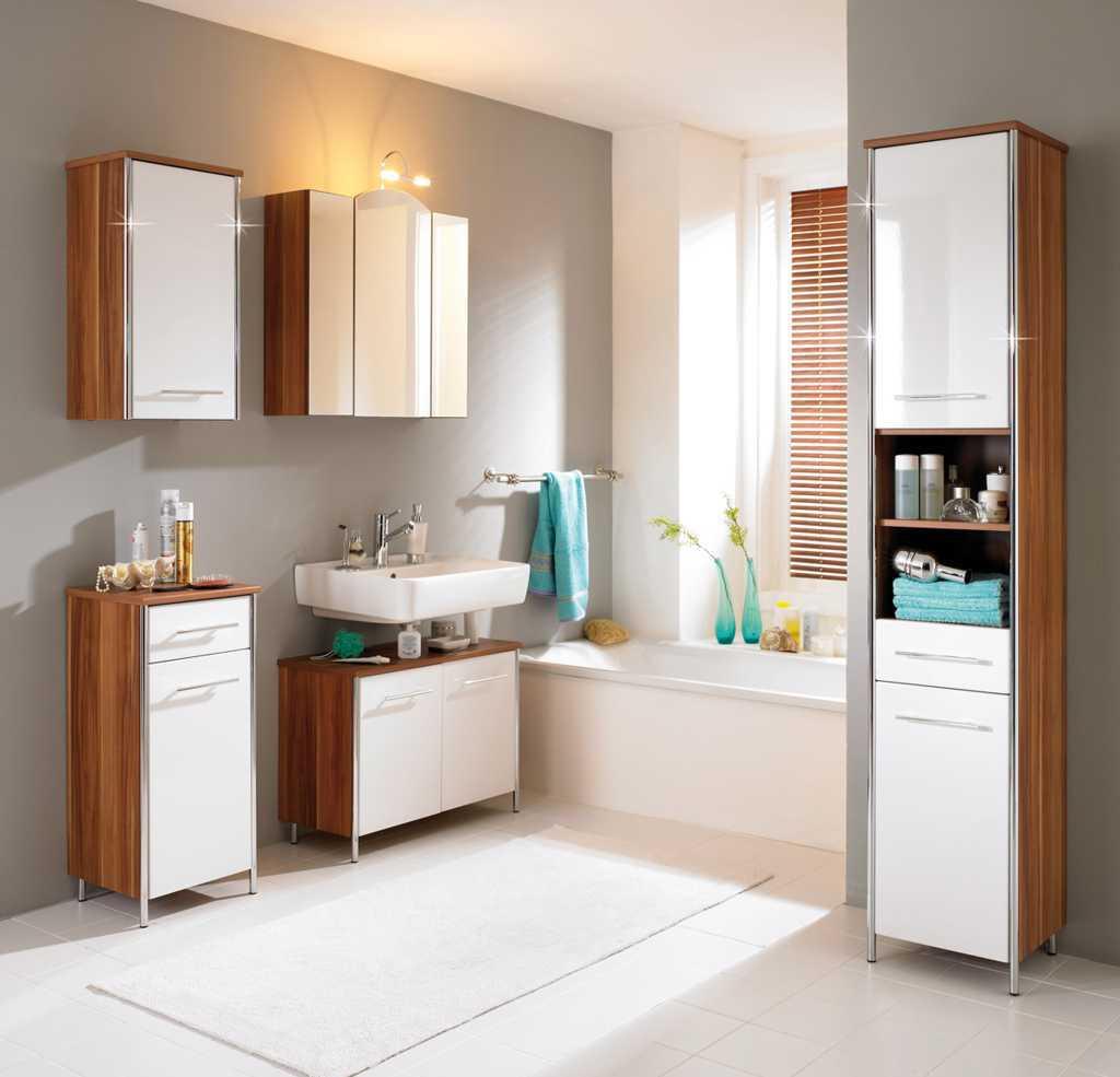 Kamar Mandi Dengan Bathtub dan Shower