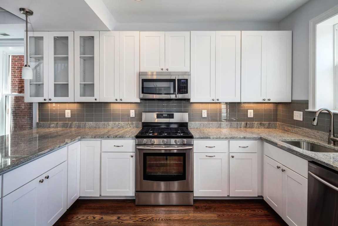 Menata Desain Kitchen Set Dapur Bentuk U Warna Krem