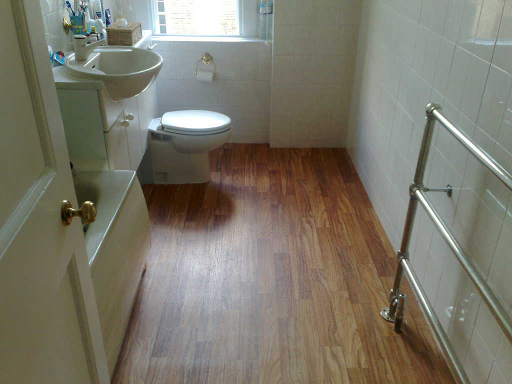 keramik lantai kamar mandi rumah minimalis