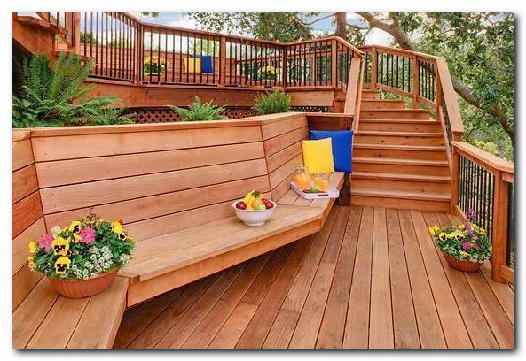 Desain kayu ruang luar rumah yang bagus dan nyaman