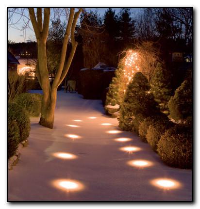 pencahayaan lampu luar halaman