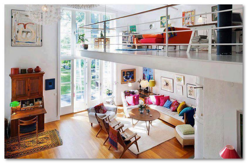 Desain Unik Lantai Dua Seperti Balkon di Dalam Ruangan Rumah