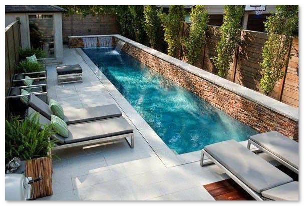 kolam renang samping rumah yang minimalis