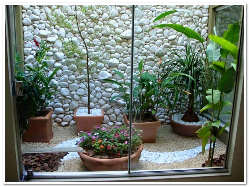 pemanfaatan taman sempit minimalis pada ruang terbatas