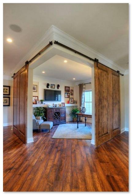 pintu geser membentuk siku pada ruangan rumah