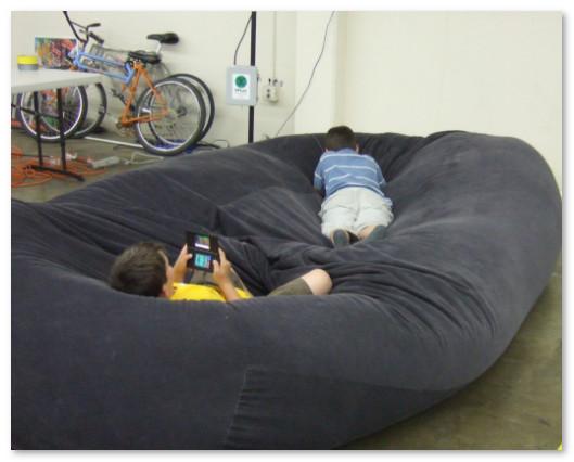 sofa bean bag untuk bermain anak