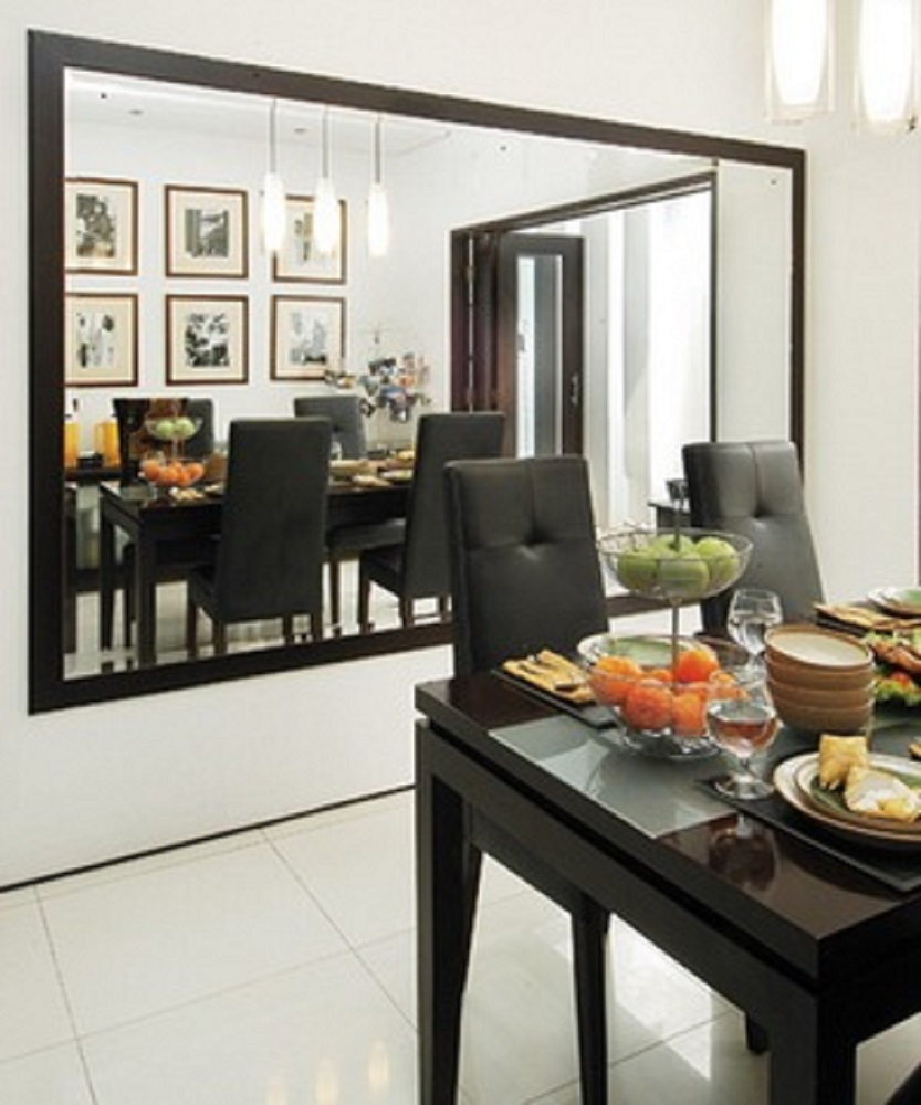 Penggunaan cermin besar agar ruangan terlihat besar