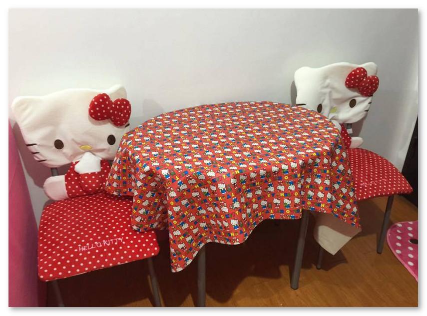 Kursi Makan dan Meja Makan Mini Hello Kitty
