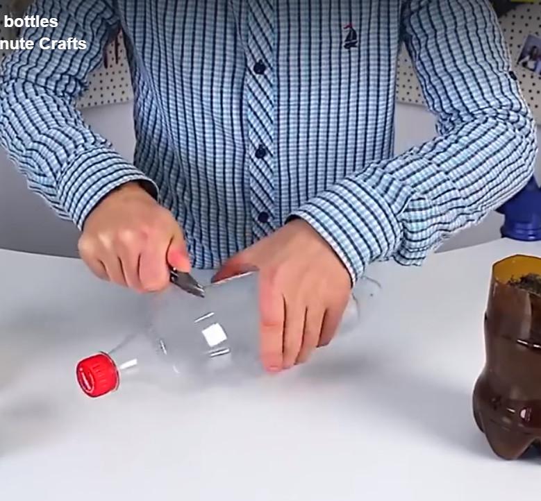 Pembuatan Botol Bekas Menjadi Pot Tanaman Unik   Potong Botol Bekas Menjadi Dua Bagian