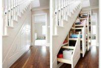 Rak Keren dengan desain di bawah tangga