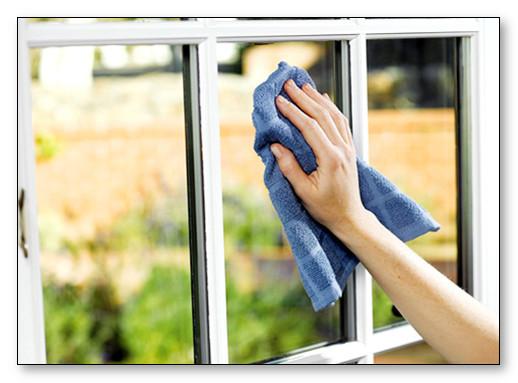 cara membersihkan kaca jendela rumah