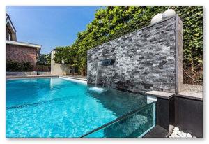 Desain Backyard dengan Kolam Renang