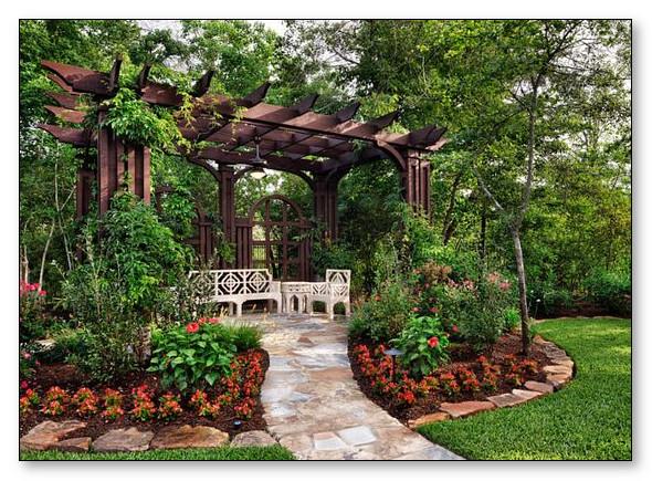 Desain Taman Belakang yang Indah