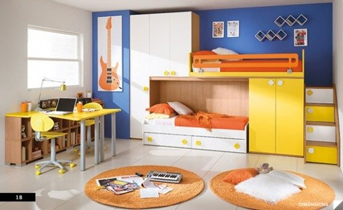 kamar anak dengan dua tempat tidur disharing privasi