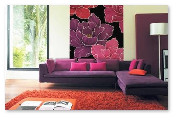penggunaan-wallpaper-pada-ruang-tamu-warna-ungu