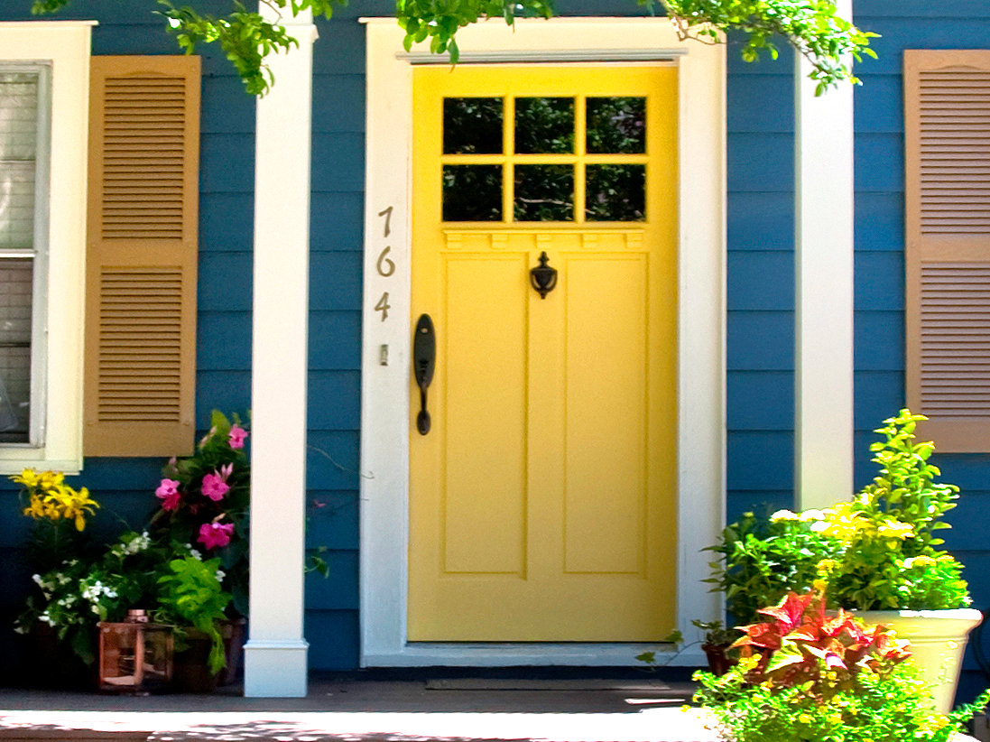 pintu rumah yang cerah