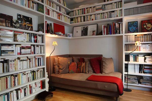 perpustakaan di rumah kecil