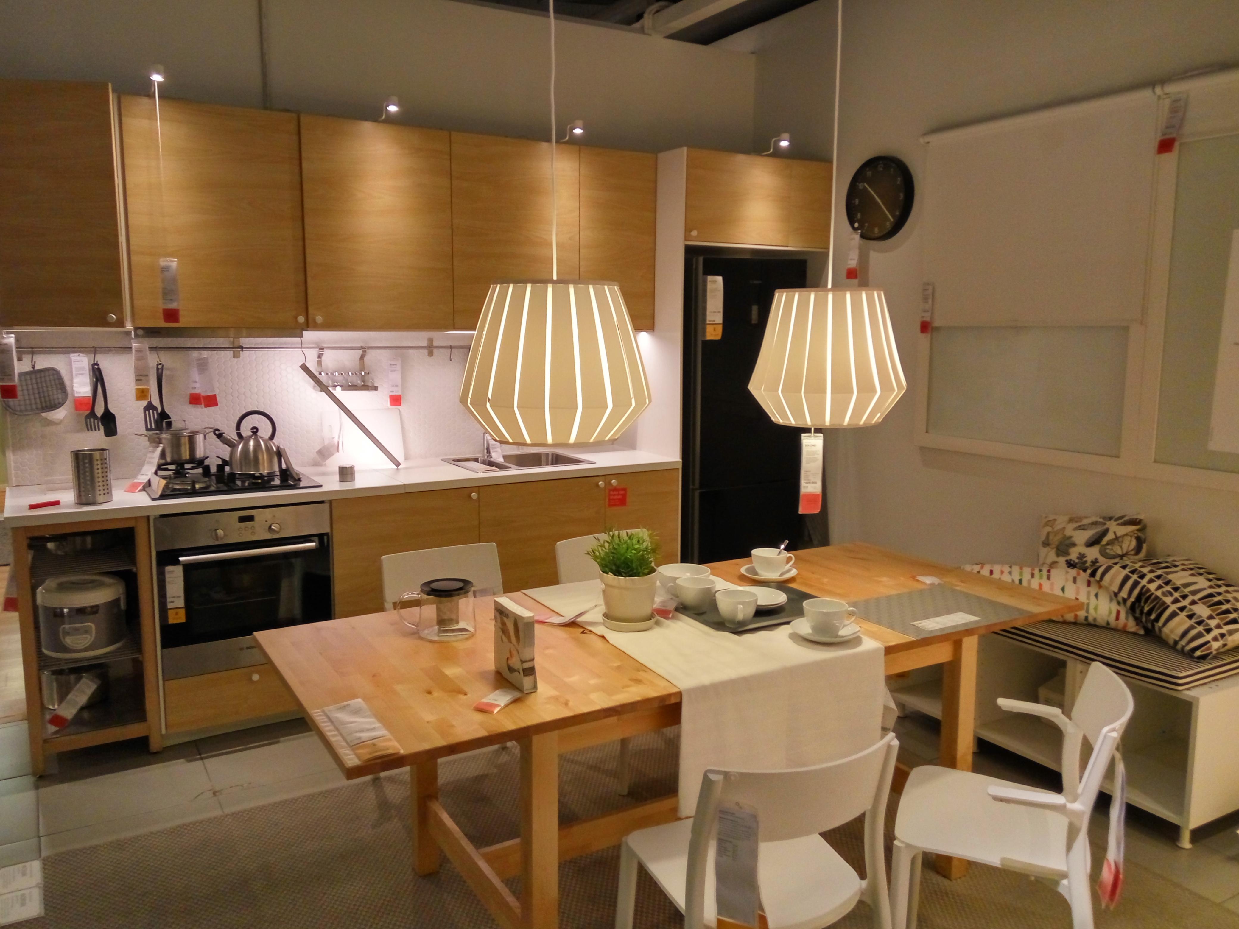 Contoh interior rumah minimalis bagian ruang makan