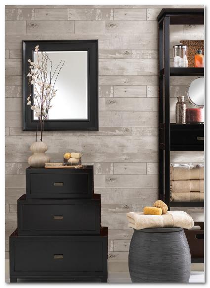 contoh dekorasi dinding minimalis dari kayu panel dan cermin menambah desain elegan