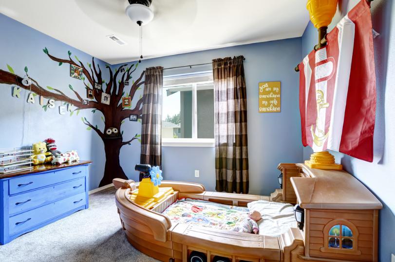 jendela dan gorden pada kamar anak desain tema anak