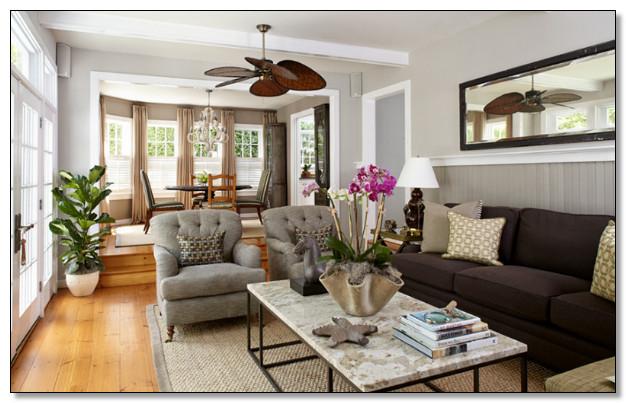 desain ruang tamu warna coklat dan abu dengan desain furnture klasik lantai kayu
