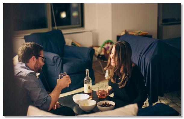 kencan di rumah pada area ruang makan