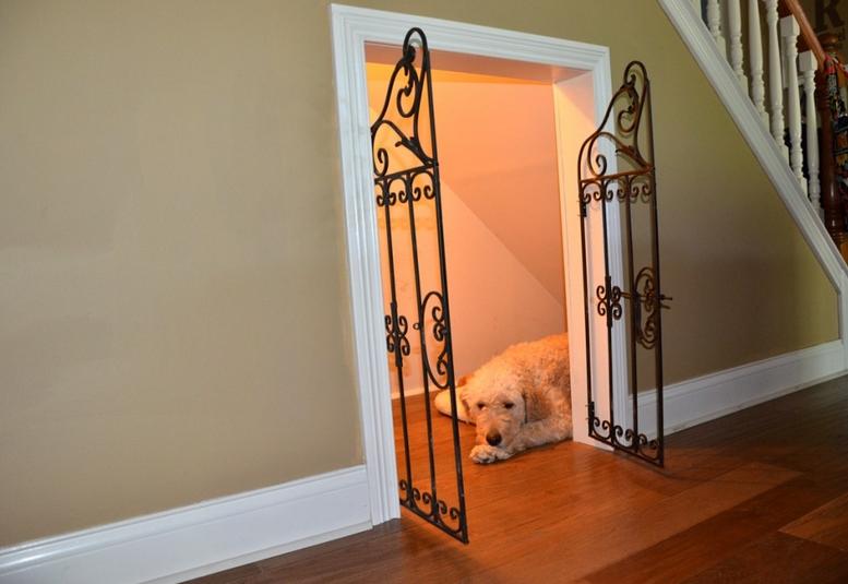 bawah tangga untuk rumah hewan peliharaan
