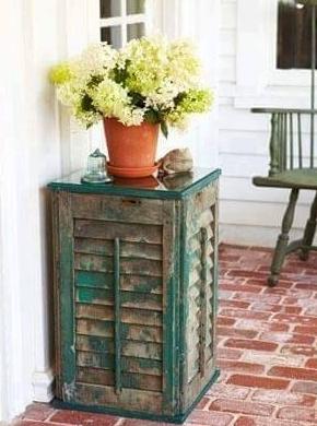 meja pot unik dari pintu atau jendela bekas
