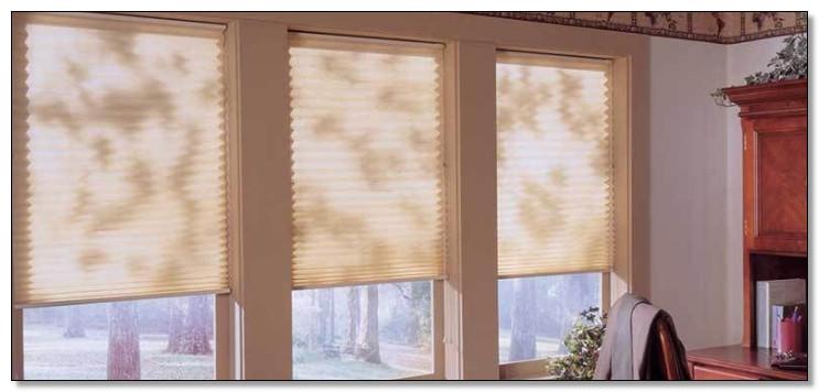 memakai window blind ruangan menjadi lebih terang