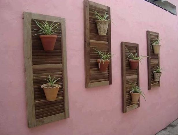 tempat pot dinding dari pintu jendela bekas