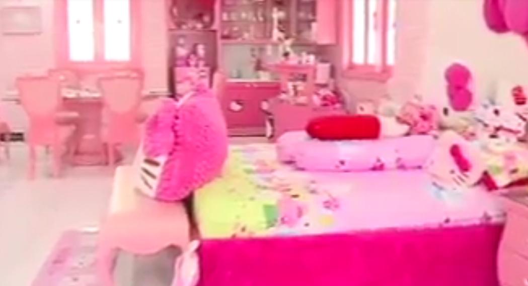 interior kamar tidur full hello kitty