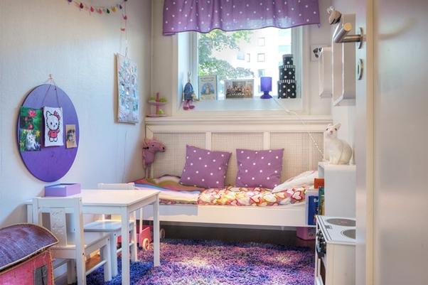 kamar tidur anak ceria warna ungu putih