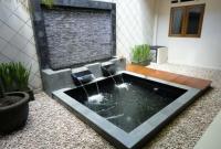 kolam ikan yang menarik di dalam rumah minimalis