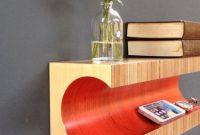rak buku dan vas bunga