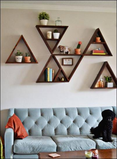 rak buku model segitiga yang eye catching