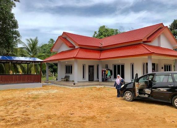 rumah di kampung tanah luas lahan parkir lega - Tenang Banget, Berikut Ini Model Rumah Kampung Menawan!