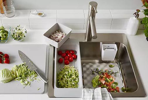 satu set alat kitchen sink beserta aksesorisnya yang memudahkan dan menjaga kebersihan kitchen sink