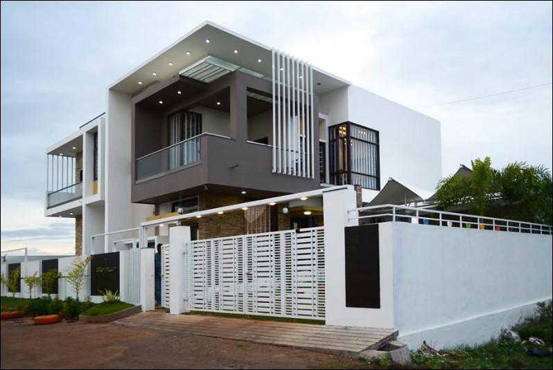tampak samping rumah mewah tingkat modern