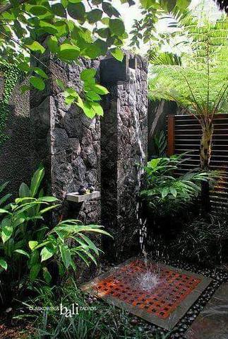 uniknya mandi di kamar mandi outdoor