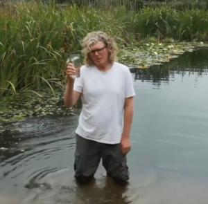 air kolam yang bisa diminum saking bersihnya