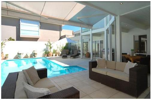 kolam renang indoor pada rumah mewah 2017