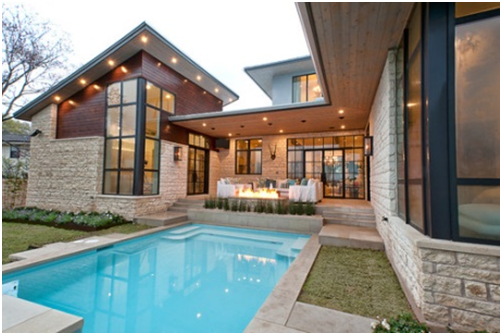 kolam renang istimewa pada rumah mewah