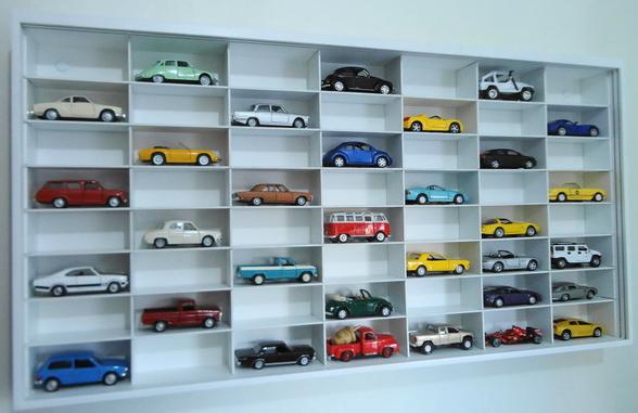 koleksi mainan mobil mobilan dengan tempat yang lucu