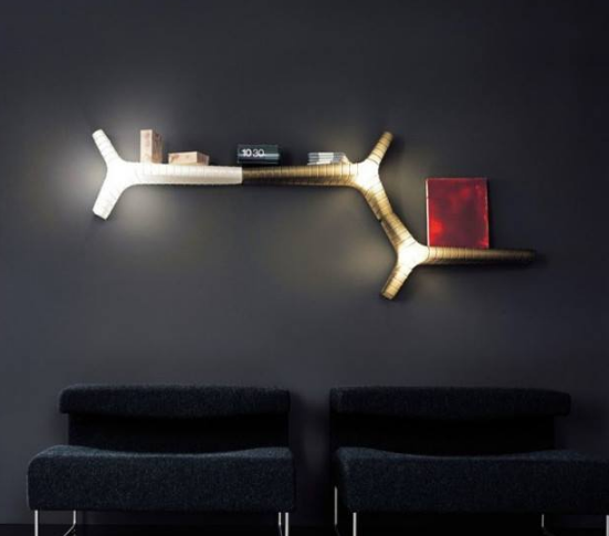 lampu led pada hiasan dinding di ruang tamu