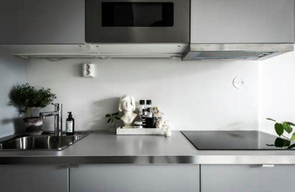 desain dapur warna abu pucat pasi
