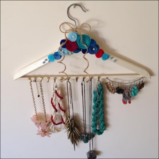 hanger untuk tempat kalung dan aksesoris