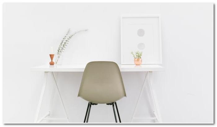 ruang kerja warna putih