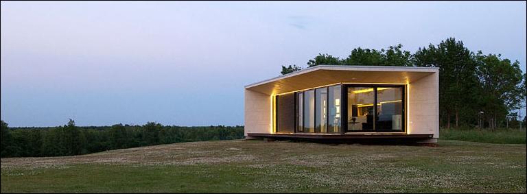 rumah kecil modern di alam terbuka