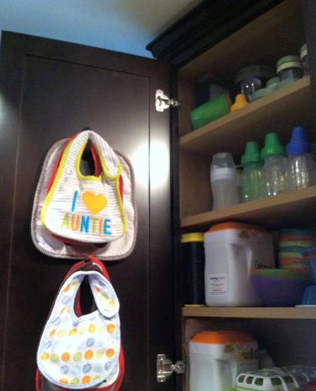 lemari perlengkapan bayi
