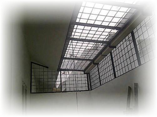 contoh teralis atap belakang rumah untuk pelindung rumah dari maling